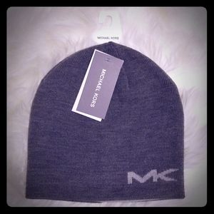🆕️ Michael Kors Reversible Beanie. Gray